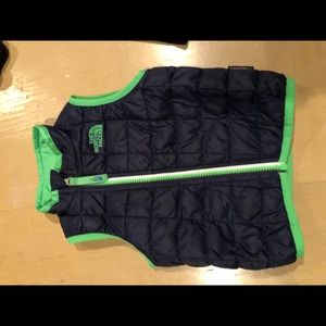 North face 12/18 month thermoball vest EUC